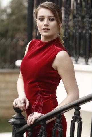 İçimdeki firtina 4. Bölüm Elif Bordo elbise