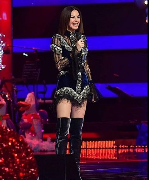 O ses turkiye yilbasi programinda defne Samyelinin elbisesi