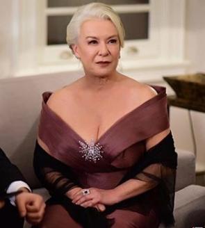 istanbullu Gelin 37 Bolum Esma Sultan abiye elbise