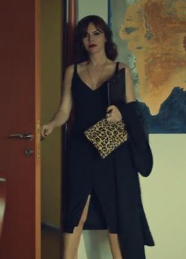 istanbullu Gelin 50 Bolum Gözde siyah elbise