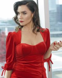 Ender kırmızı elbise