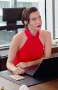 Yasak Elma Ender kırmızı elbise