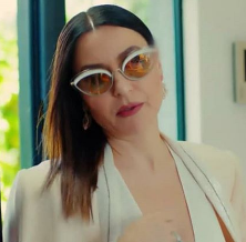 Şevval Sam güneş gözlüğü