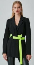 Burcu Özberk siyah ceket