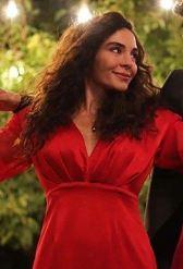 Hercai Reyyan kırmızı elbise