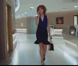 Mucize Doktor Beliz Mavi bluz ve siyah etek