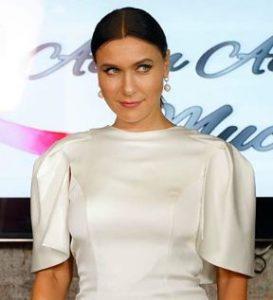 Yasak Elma Ender beyaz elbise Arzu Kaprol