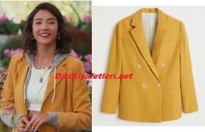 Aybüke Pusat sarı ceket