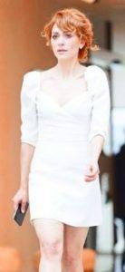 Mucize Doktor Beliz beyaz elbise