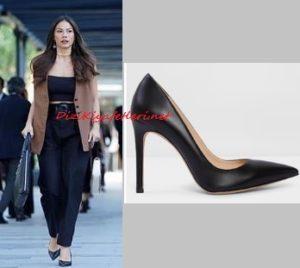 Demet Özdemir siyah ayakkabı