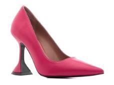 Eda Ece pembe ayakkabı