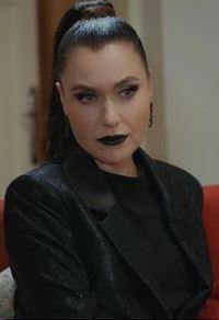 Şevval Sam siyah takım